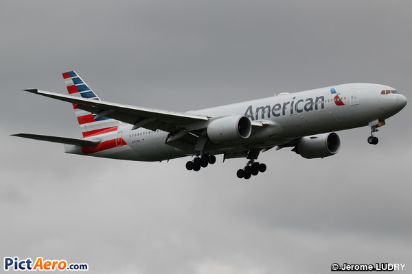 Boeing 777-223/ER (American Airlines)