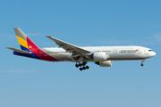 Boeing 777-28E/ER (HL8284)