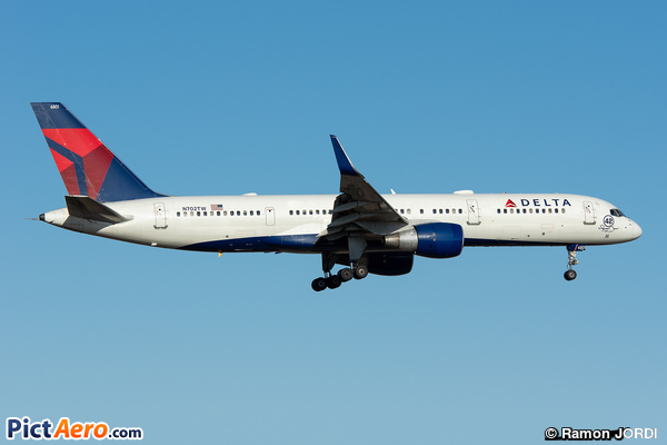 Boeing 757-2Q8 (Delta Air Lines)