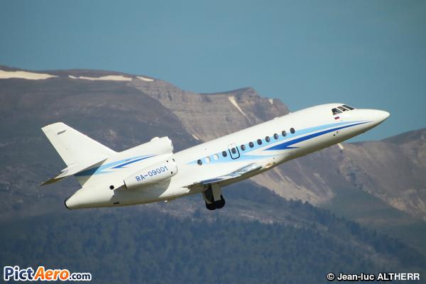 Dassault Falcon 900B (Gazpromavia)