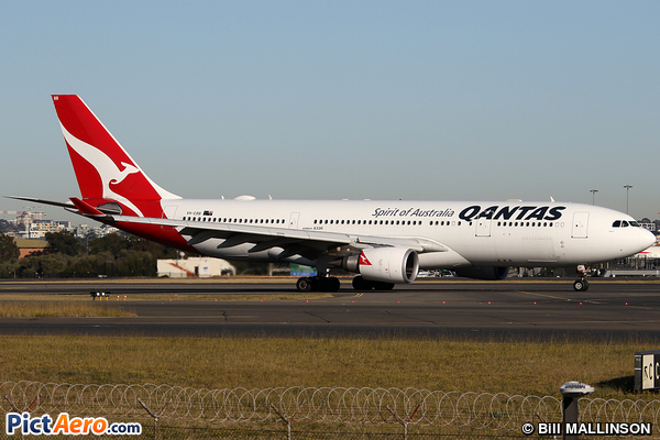 Airbus A330-201` (Qantas)