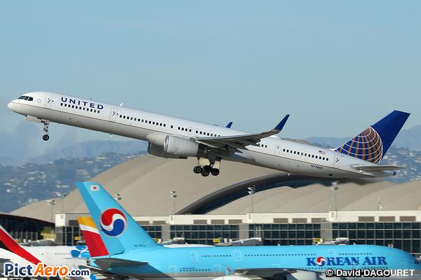 Boeing 757-33N/WL (United Airlines)