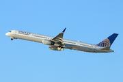 Boeing 757-33N/WL (N57863)