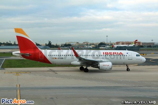 Airbus A320-216 (Iberia)
