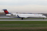 Canadair CL-600-2C10 Regional Jet CRJ-701ER  (N642CA)