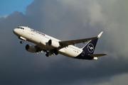 Airbus A320-214/SL (D-AIWG)