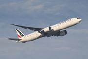 Boeing 777-328/ER (F-GSQM)
