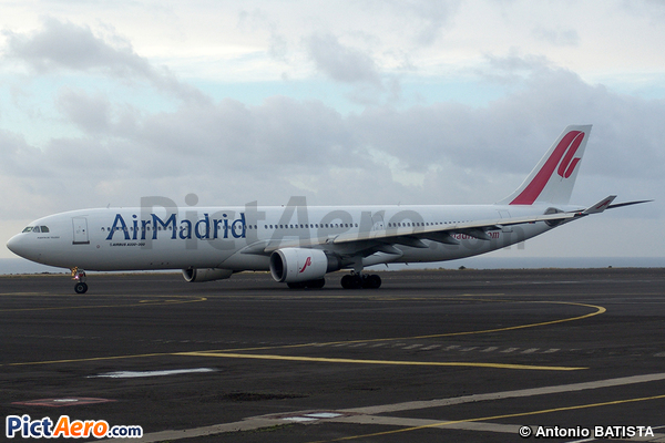 Airbus A330-301 (Air Madrid)