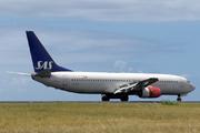 Boeing 737-883