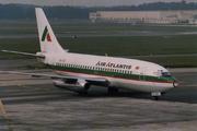 Boeing 737-2K9 (CS-TET)