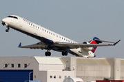 CRJ-900LR (CL-600-2D24) (N137EV)