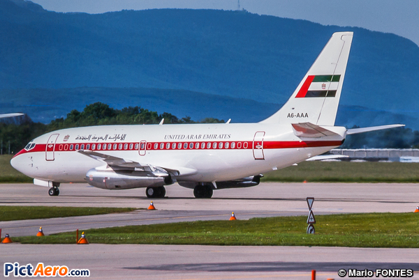 Boeing 737-2P6(Adv) (United Arab Emirates - Abu Dhabi Amiri Flight)