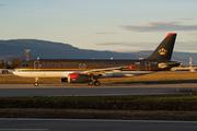 Airbus A320-232 (JY-AYS)