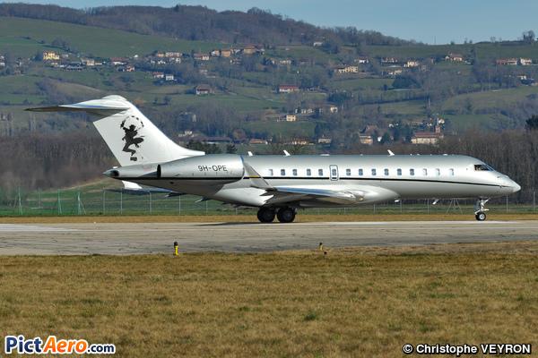 Bombardier BD-700-1A10 Global Express (VistaJet Ltd Malta)