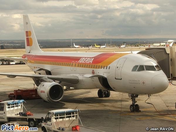 Airbus A320-211 (Iberia)
