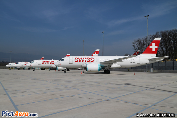 Bombardier CSeries CS100 (BD-500-1A10) (Swiss International Air Lines)