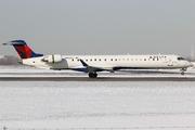 CRJ-900LR (CL-600-2D24) (N922XJ)