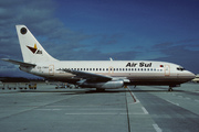 Boeing 737-204 (CS-TMA)