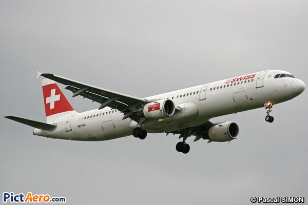 Airbus A321-111 (Swiss International Air Lines)