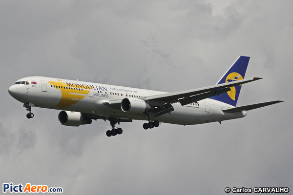 Boeing 767-3BG/ER (MIAT Mongolian Airlines)