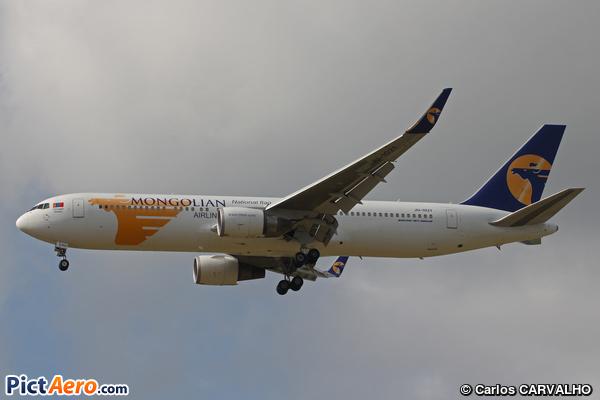 Boeing B-767.34G/ER (MIAT Mongolian Airlines)