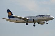 Airbus A320-211 (D-AIQT)