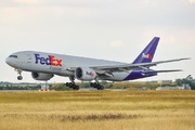 Boeing 777-FS2 (N868FD)