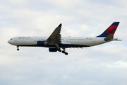 Airbus A330-323X (N810NW)