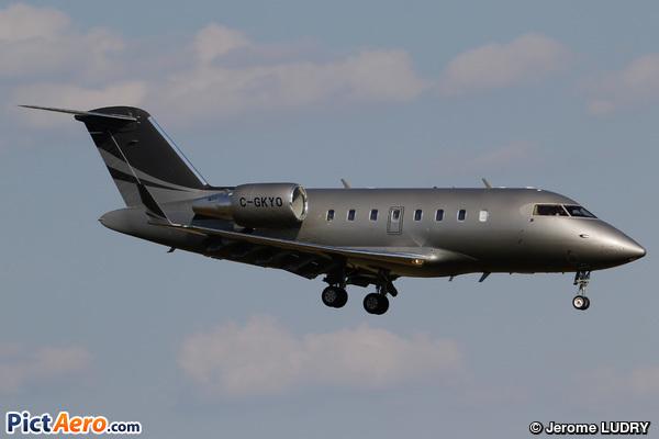 Canadair CL-600-2B16 Challenger 605 (Private / Privé)