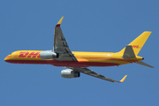 Boeing 757-223(PCF) (G-DHKU)