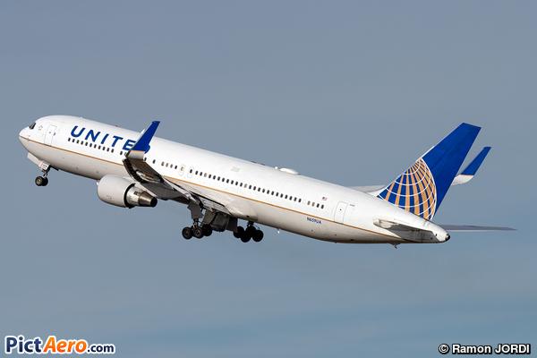 Boeing 767-322/ER (United Airlines)