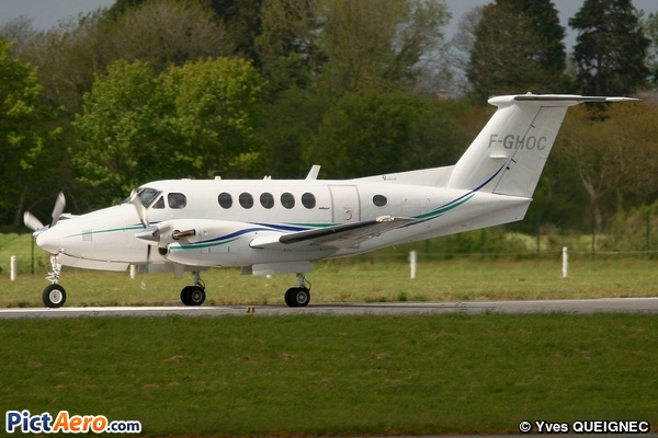 Beech Super King Air 200 (Aéro Vision SARL)