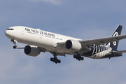 Boeing 777-319/ER (ZK-OKP)