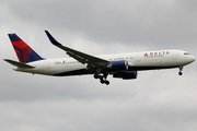 Boeing 767-324/ER (N394DL)