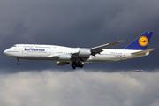 Boeing 747-830 (D-ABYF)