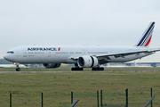 Boeing 777-328/ER (F-GZNB)