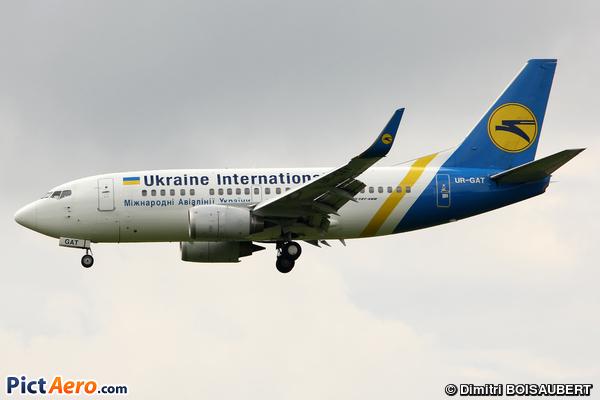 Boeing 737-528/WL (Ukraine International Airlines)