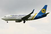 Boeing 737-528 (UR-GAT)