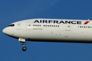 Boeing 777-328/ER (F-GSQA)