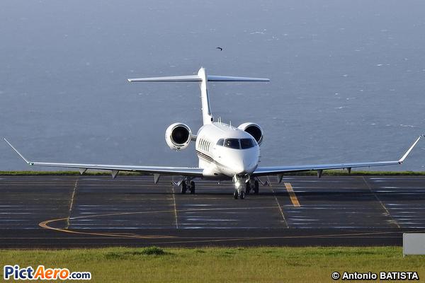 Bombardier BD-100-1A10 Challenger 350 (NetJets Aviation)