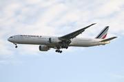 Boeing 777-328/ER (F-GSQV)