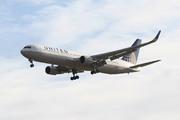 Boeing 767-322/ER (N661UA)