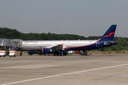 Airbus A321-211 (UR-CQK)