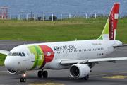 Airbus A320-214 (CS-TNN)