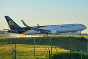 Boeing 767-34AF/ER (N343UP)