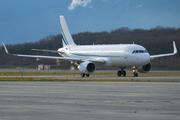Airbus A320-214/CJ (M-YBUS)