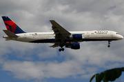 Boeing 757-232/WL