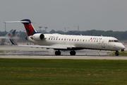 Canadair CL-600-2C10 Regional Jet CRJ-701ER  (N390CA)