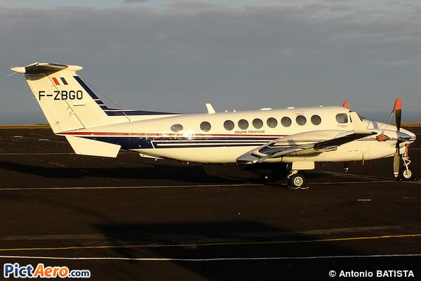 Beechcraft B300 King Air 350ER (France - Customs)