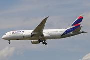 Boeing 787-8 Dreamliner (CC-BBH)